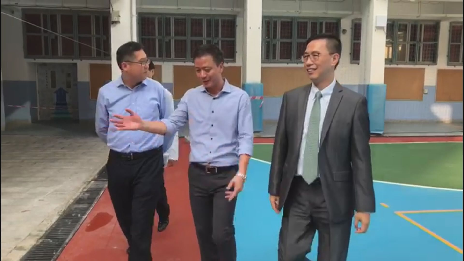 楊潤雄到黃埔視察學校的修復進度
