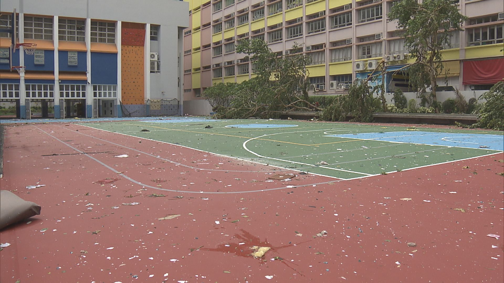 多間校舍損毀 全港周二繼續停課