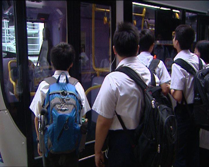 兩區中學復課 學生提早出門