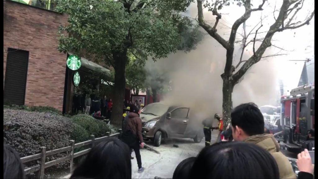 上海有運危險品貨車剷上行人路18傷