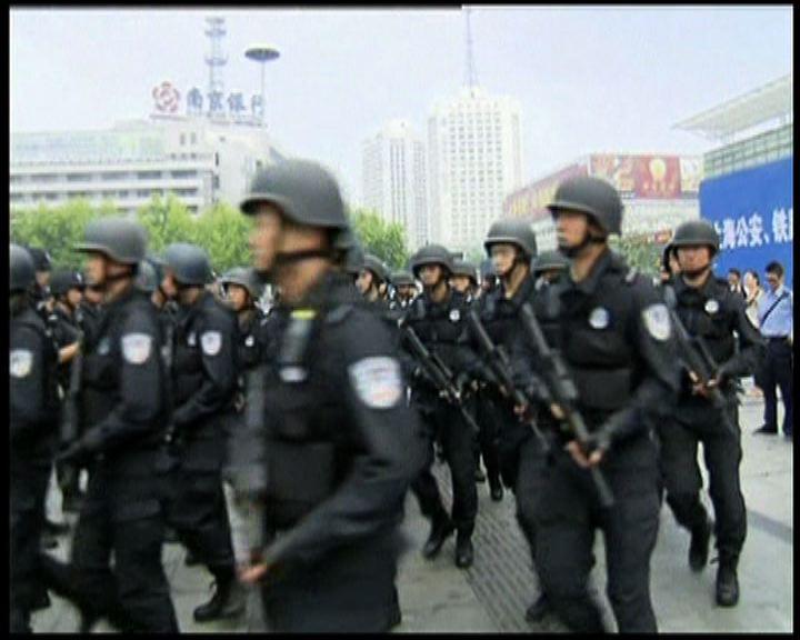 上海警方聯合武裝巡邏防恐襲