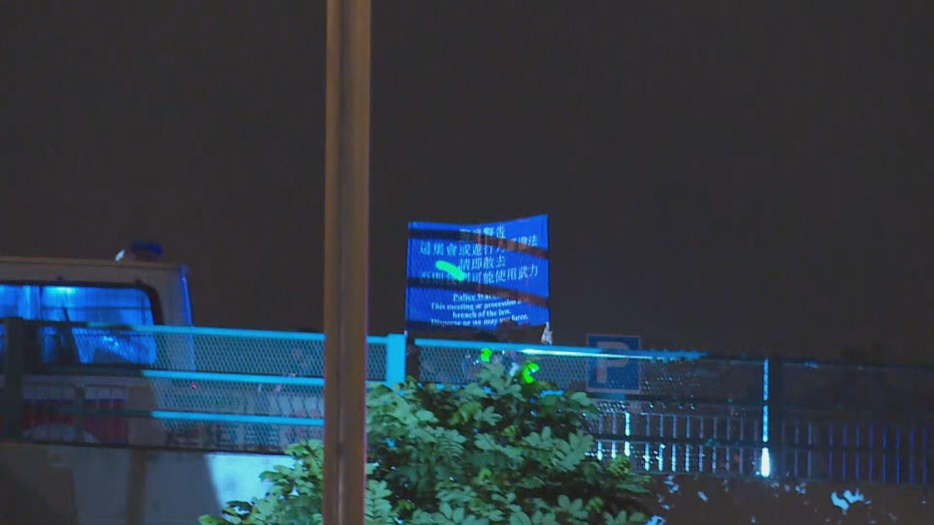 黃埔居民包圍警車 警方一度出示藍旗