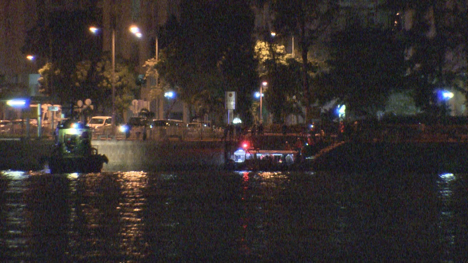 北角釣魚快艇疑撞浮標十二人輕傷
