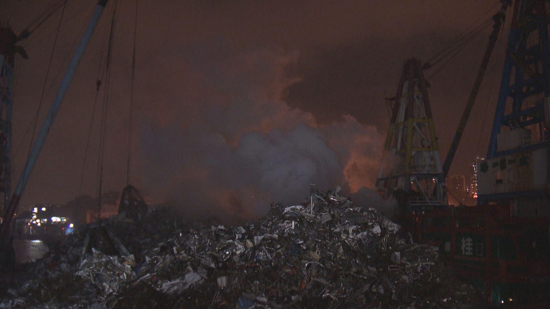 油塘物料回收躉船起火無人傷