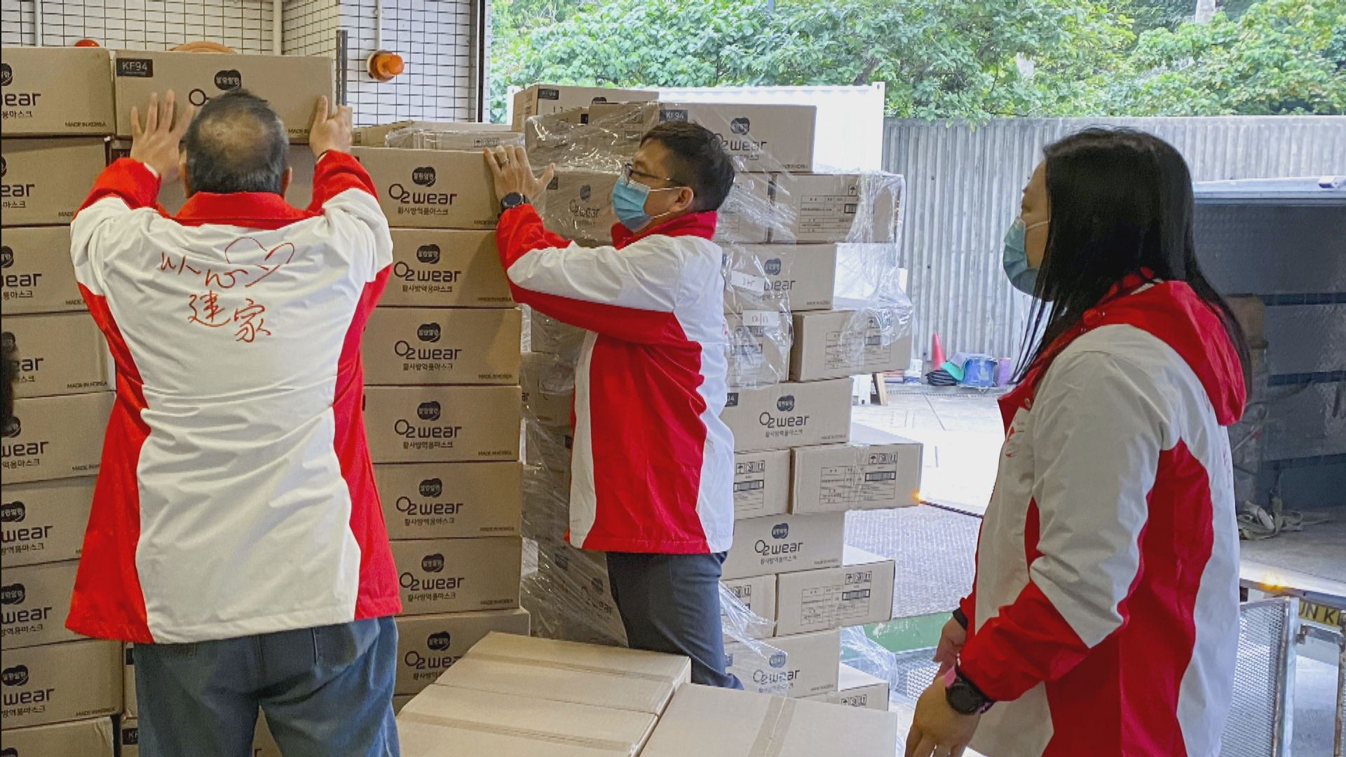 新地向醫管局及社福機構捐30萬個口罩