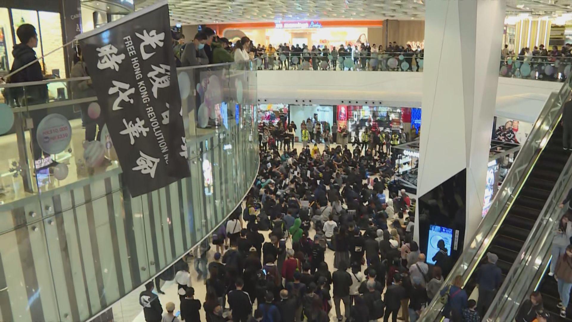元朗721襲擊事件五個月 有市民在商場聚集