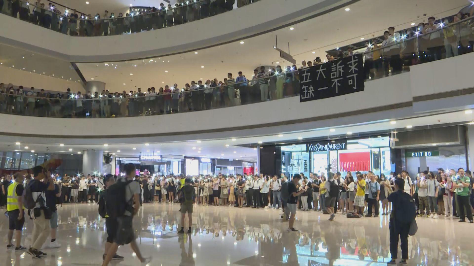 市民自發多區商場叫口號唱歌爭取五大訴求