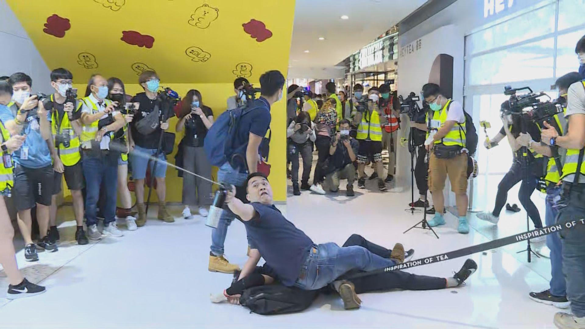 多區商場有人聚集 新城市廣場便衣警制服一人