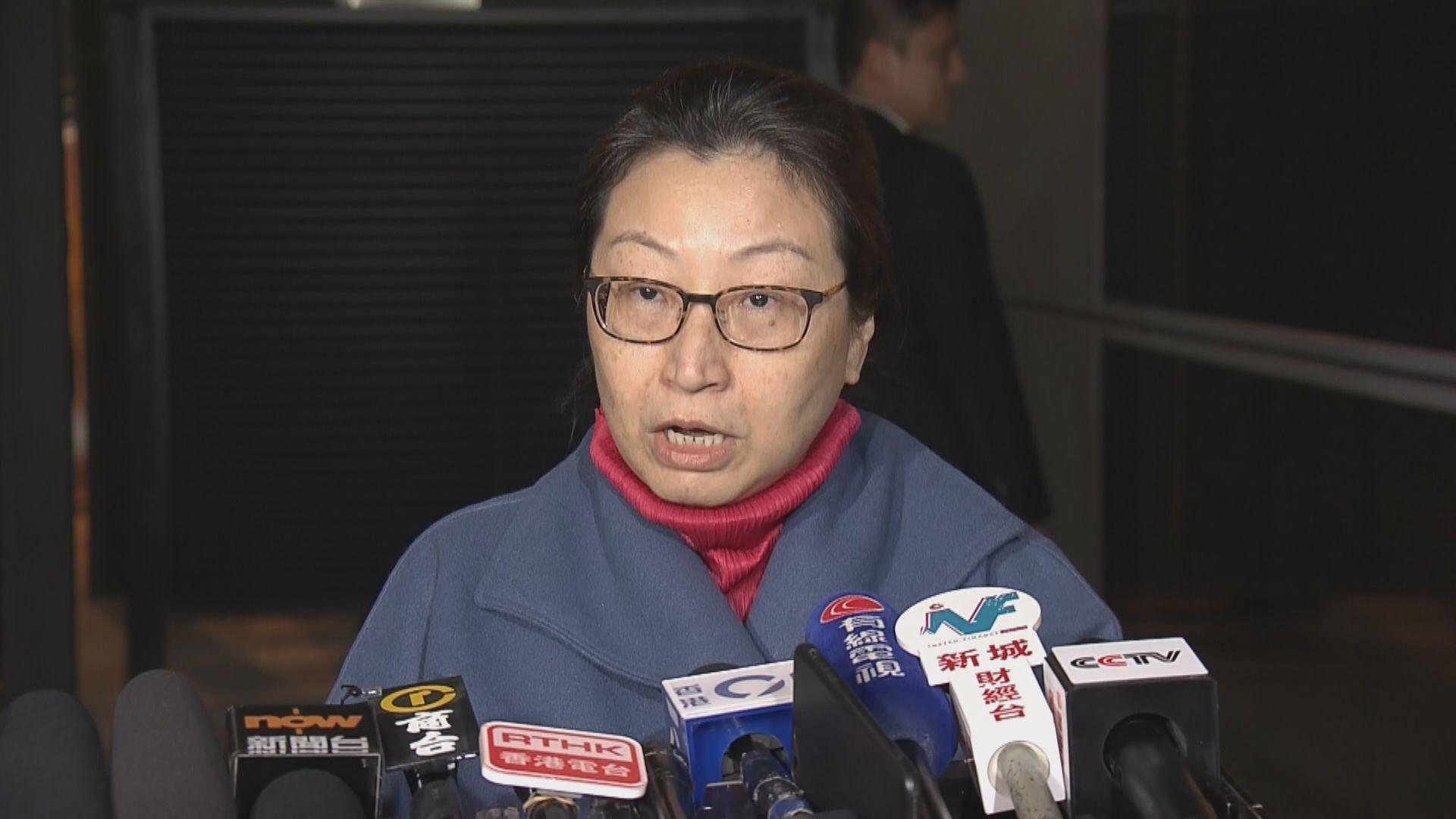 鄭若驊倫敦接受手腕手術後獲送往北京治療後再回港
