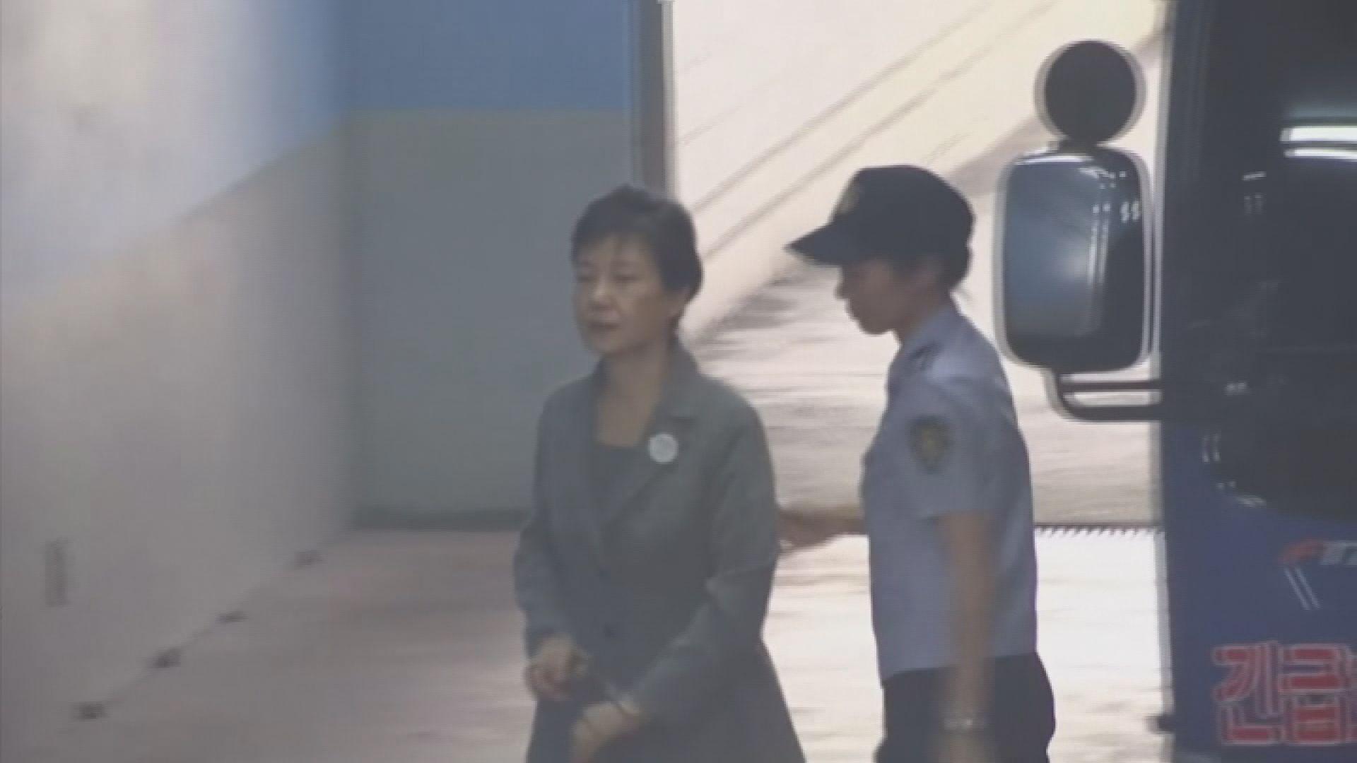 朴槿惠受賄濫權二審改判囚25年