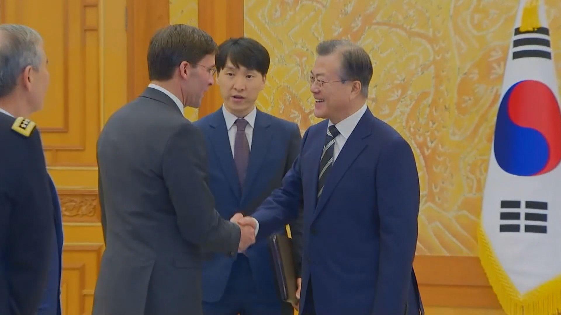 美國新任防長埃斯珀訪問南韓晤文在寅