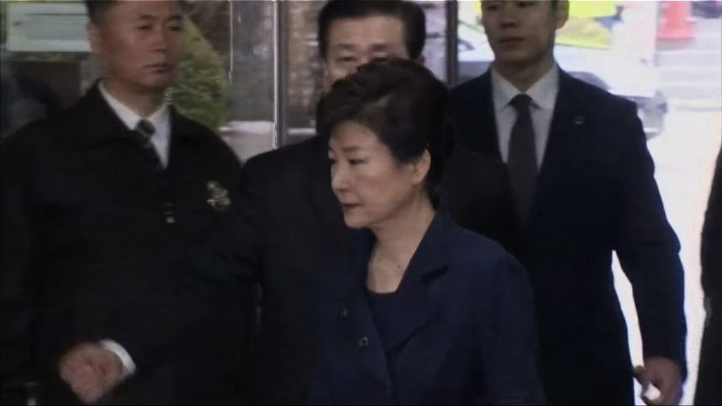 法院審理是否發逮捕令 朴槿惠出庭