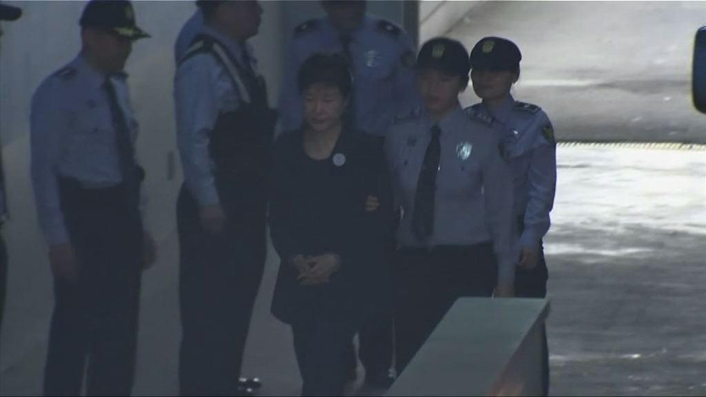 受賄案首次公審 朴槿惠否認全部控罪