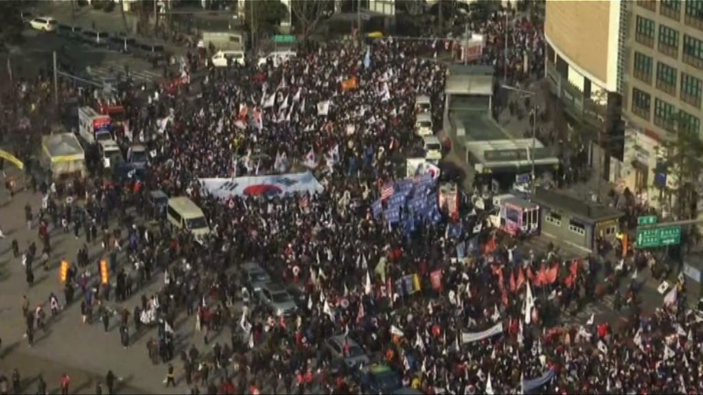 支持朴槿惠民眾襲擊警署 最少四人被捕