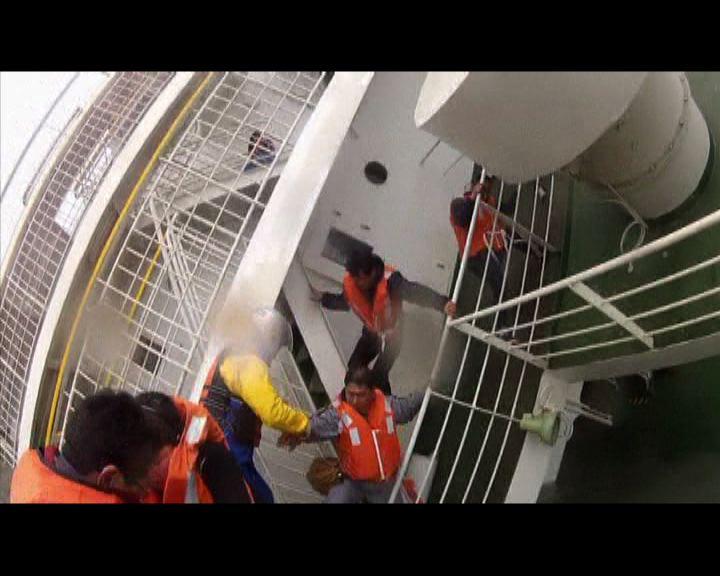 消息指客輪曾廣播叫乘客等救援