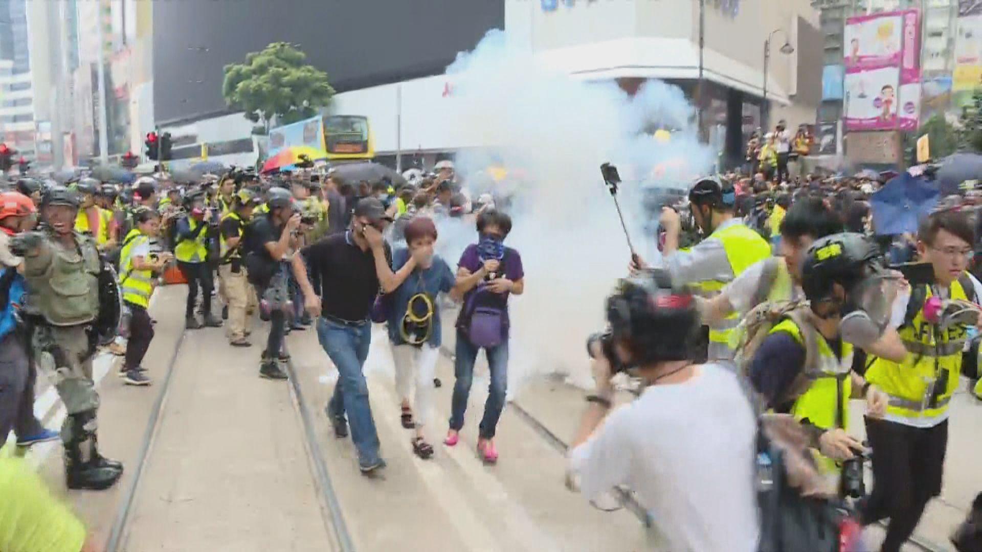 防暴警銅鑼灣施放催淚彈驅散群眾