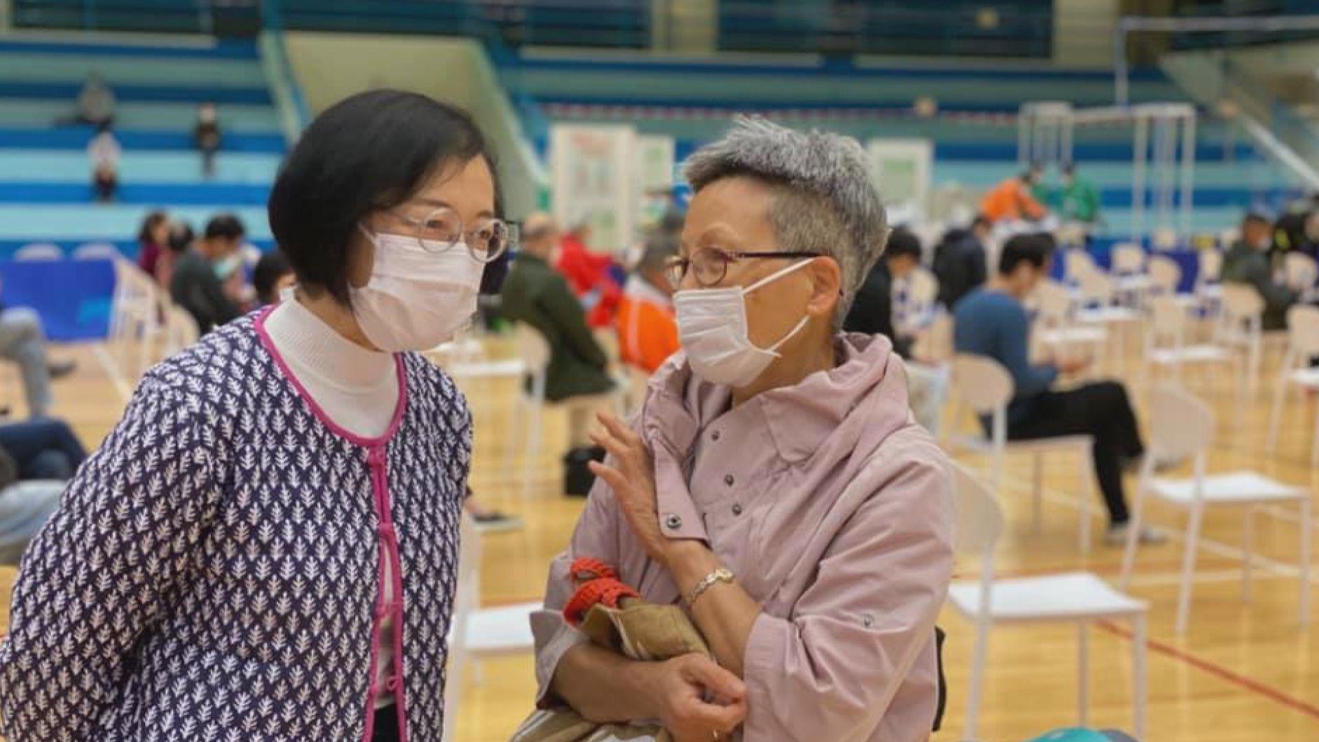 陳肇始視察九龍灣社區疫苗接種中心