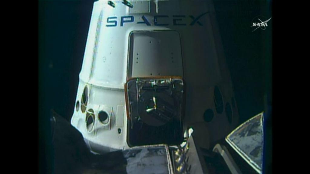 SpaceX補給船與太空站接合
