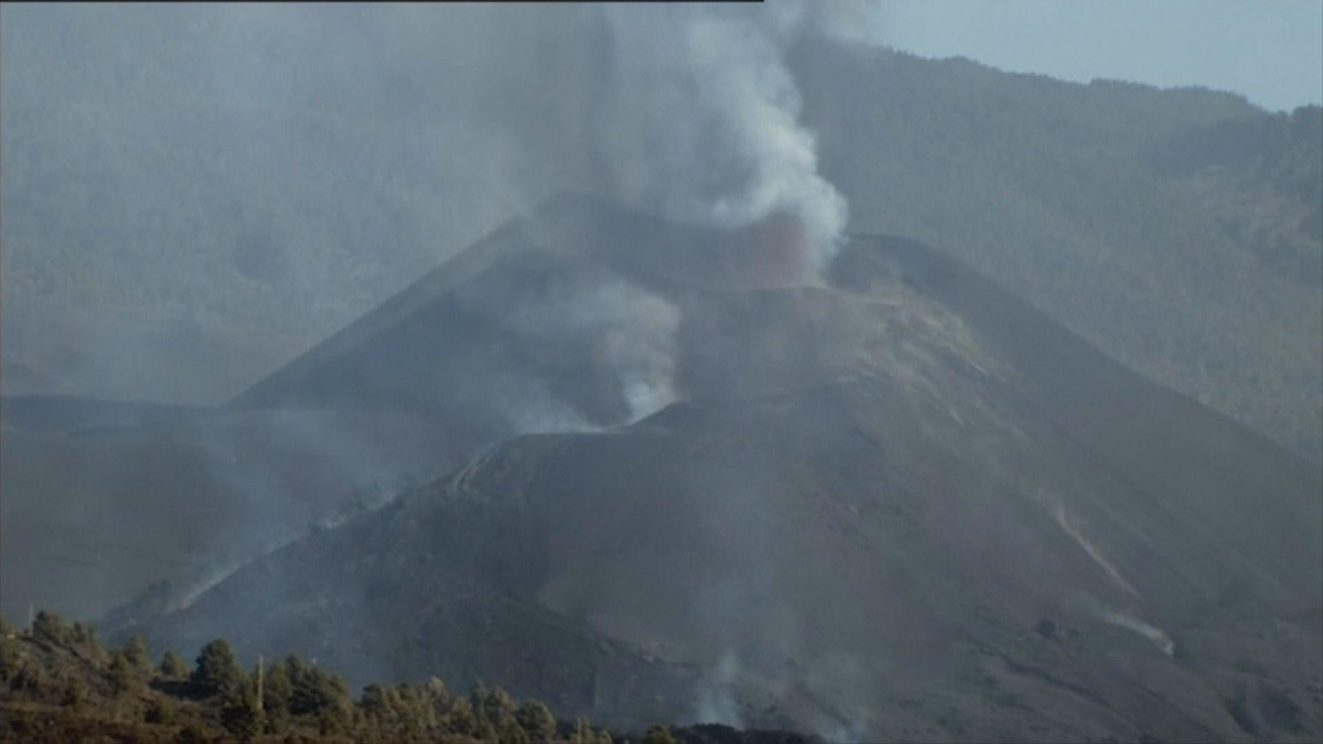 西班牙拉帕爾馬島火山口持續噴發