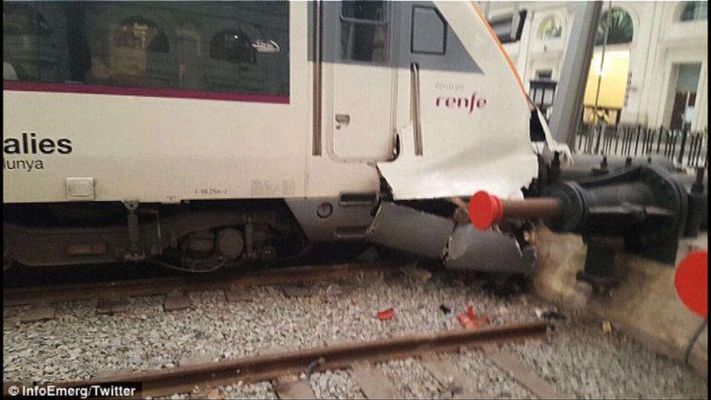 西班牙列車撞毀釀逾50人傷