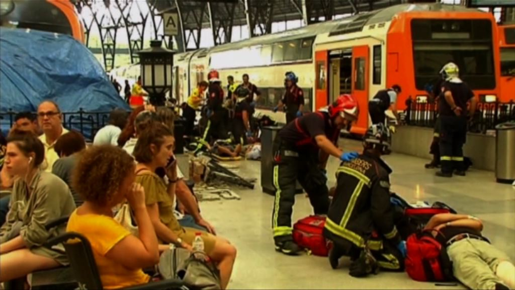 西班牙火車入站時撞月台緩衝區