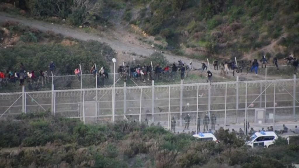 逾千人元旦日闖西班牙北非領地