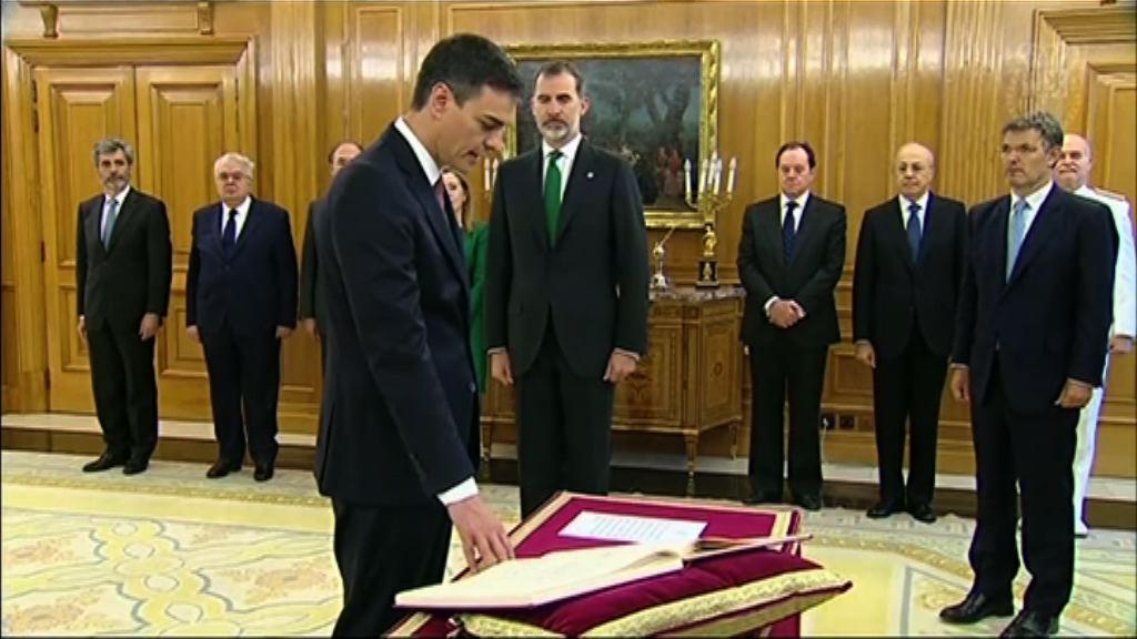 西班牙新首相桑切斯宣誓就任