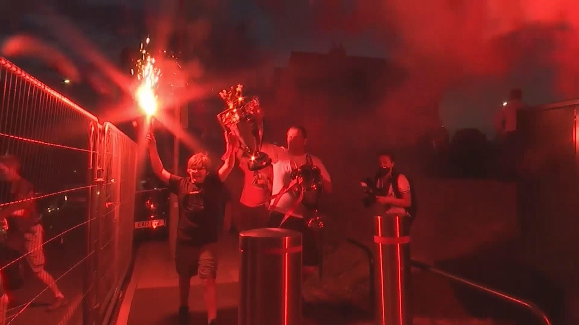 利物浦創英頂級聯賽最快奪冠紀錄 大批球迷湧場外慶祝