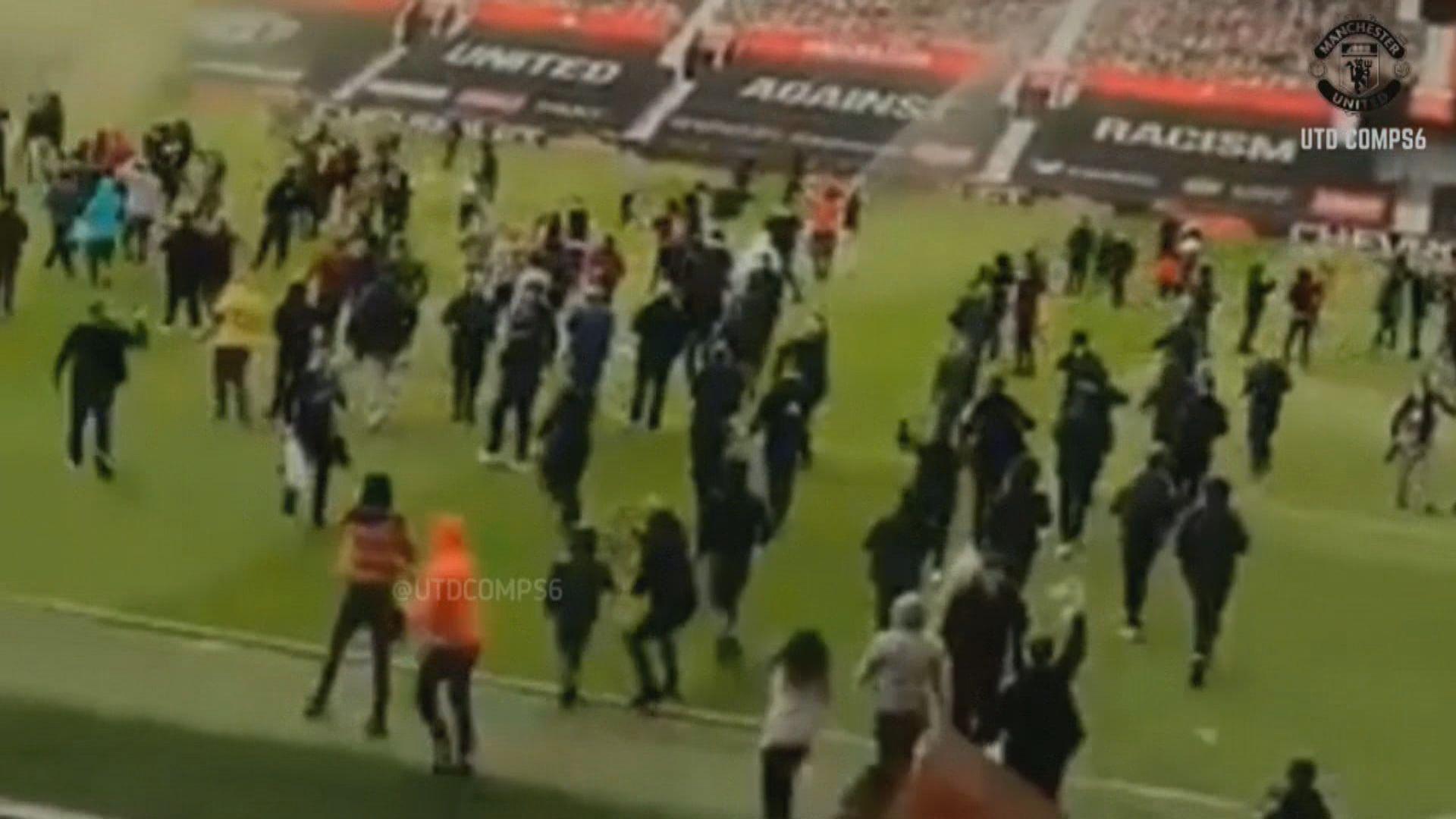曼聯球迷闖入奧脫福球場示威
