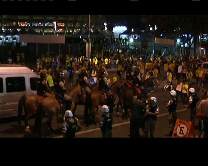 巴西大敗軍警加強球場外圍戒備