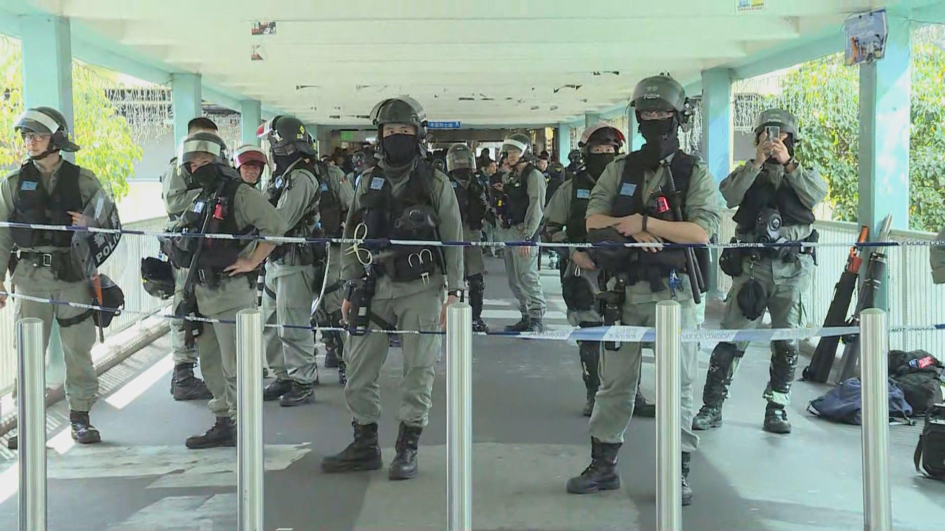 大批防暴警察上水遊行開始前已在附近戒備