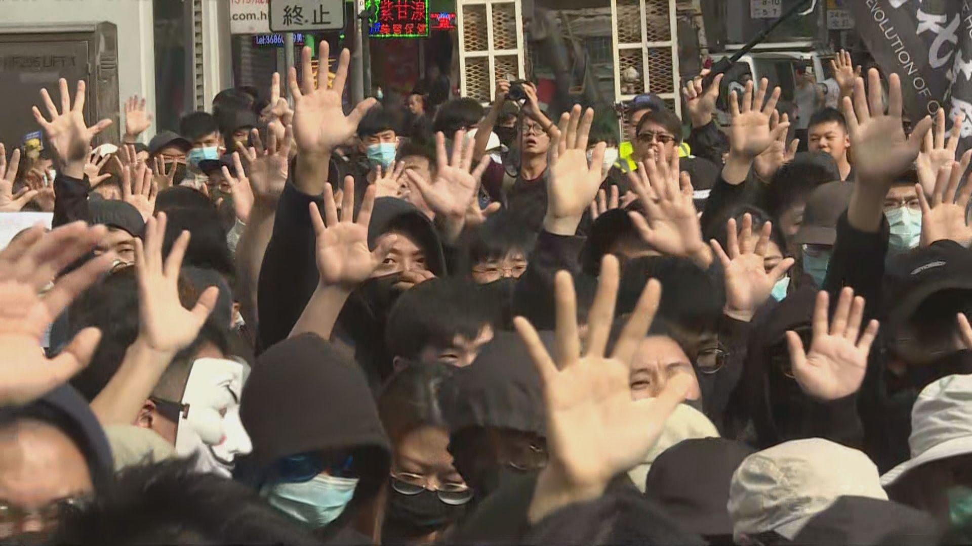 上水遊行抗議水貨問題 主辦方指有一萬人參與遊行
