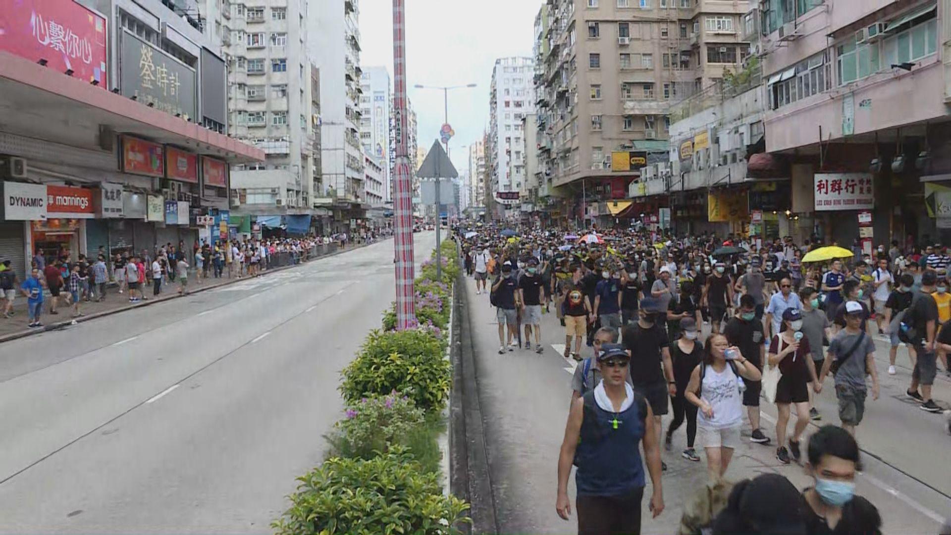 市民於深水埗沿長沙灣道遊行