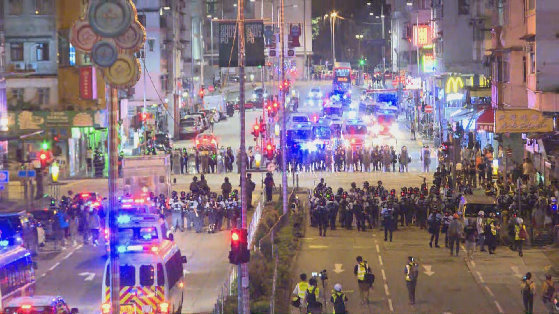 防暴警察深夜在黃大仙驅散聚集人士