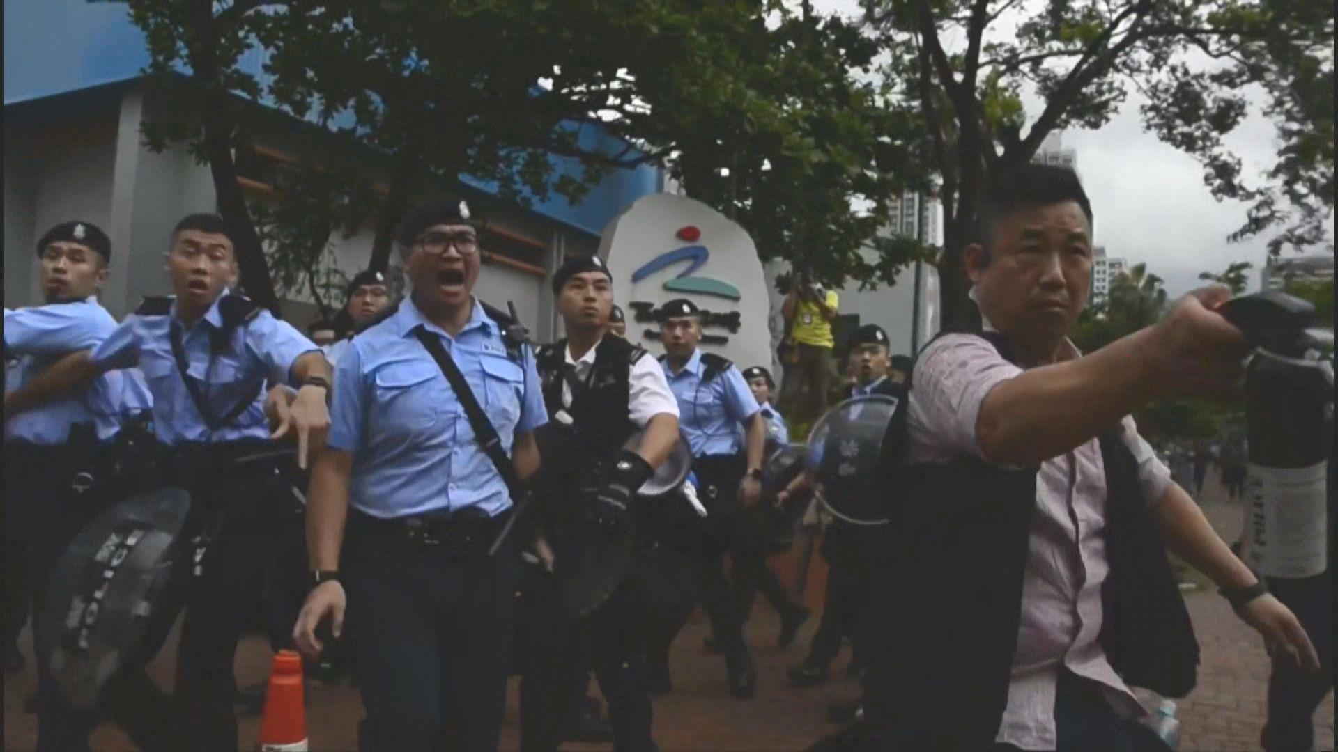 【沙田遊行】警方在源禾路施放胡椒噴劑
