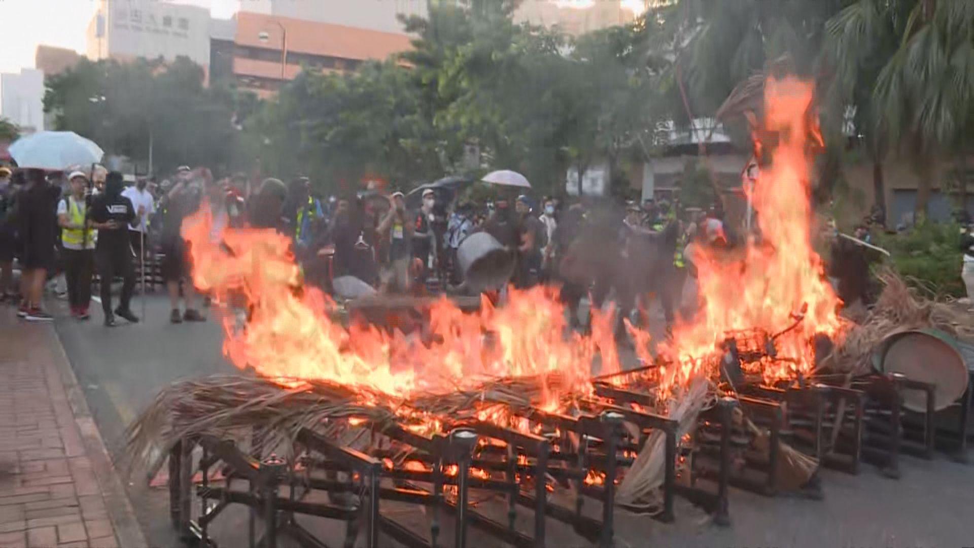 示威者沙田源禾路縱火 警放催淚彈