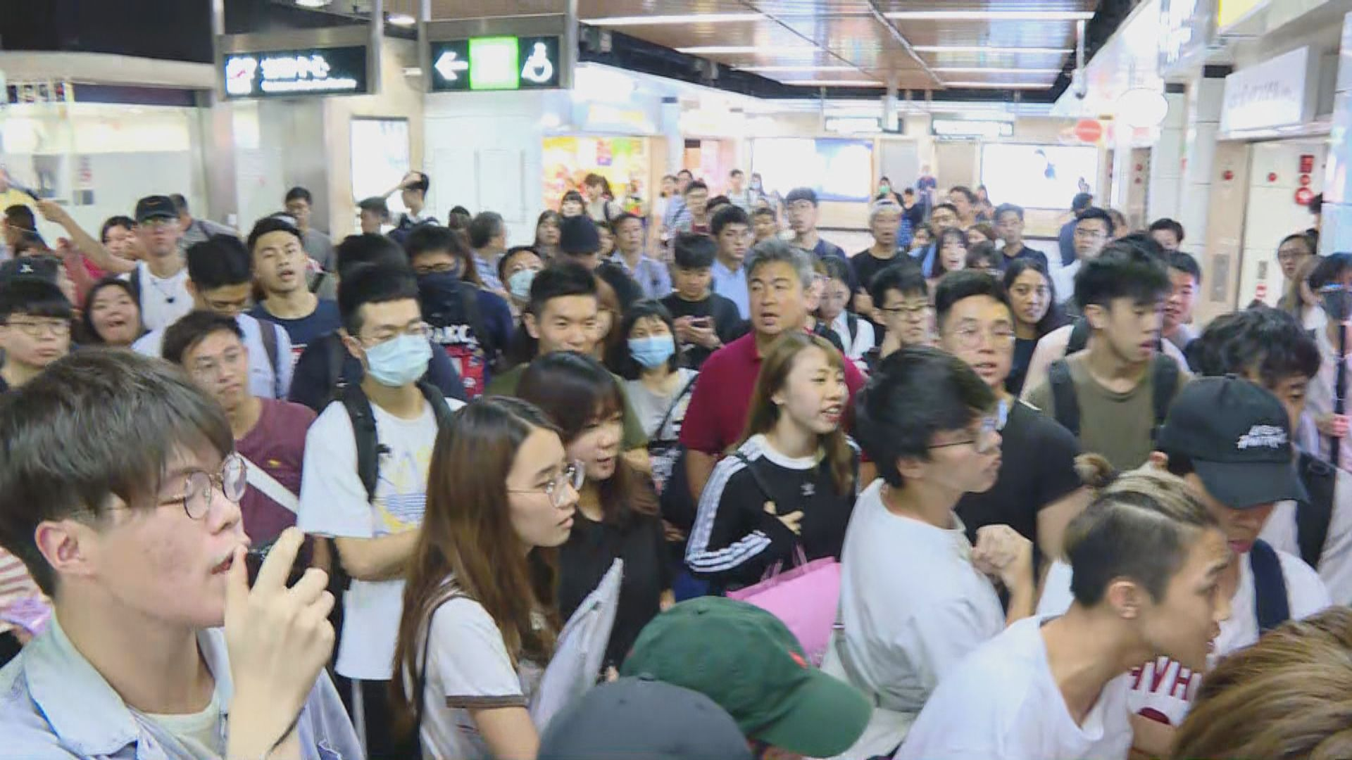 沙田站有青年疑跳閘後被打 有人破壞警驅散