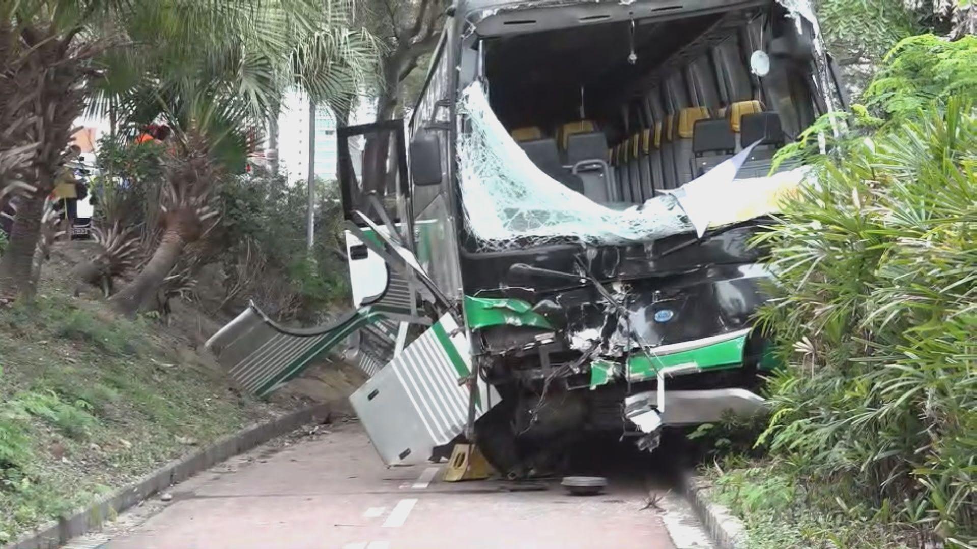 沙田校巴與私家車相撞 24人受傷包括22名學童