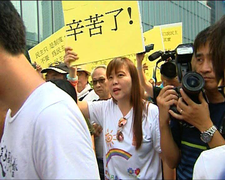 反罷課家長團體到添馬公園要求對話