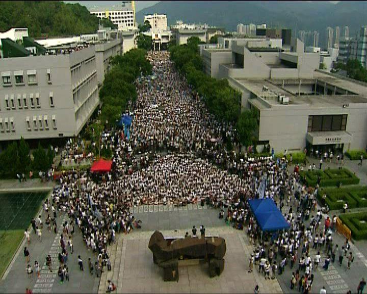 大專罷課正式開始 學生坐滿中大百萬大道