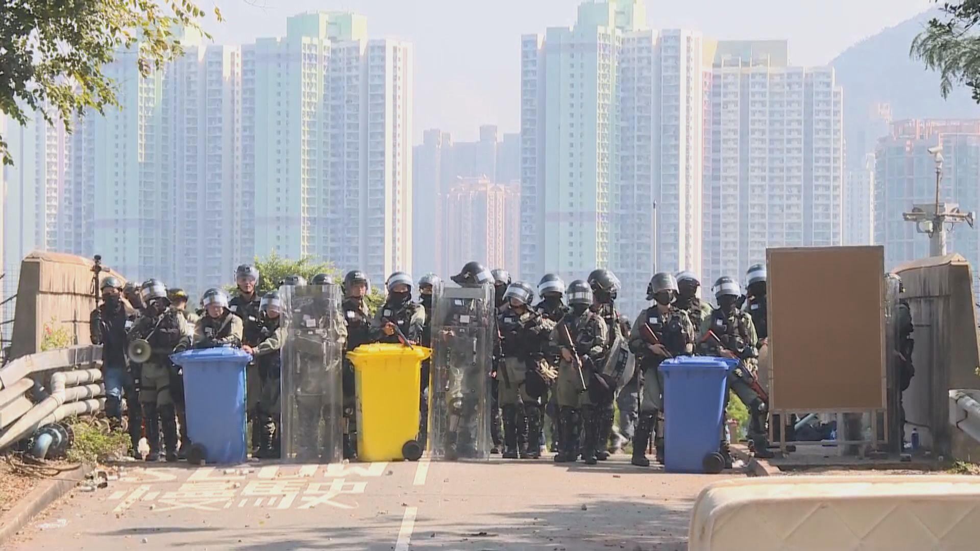 防暴警察一度進入中大範圍並開防暴槍