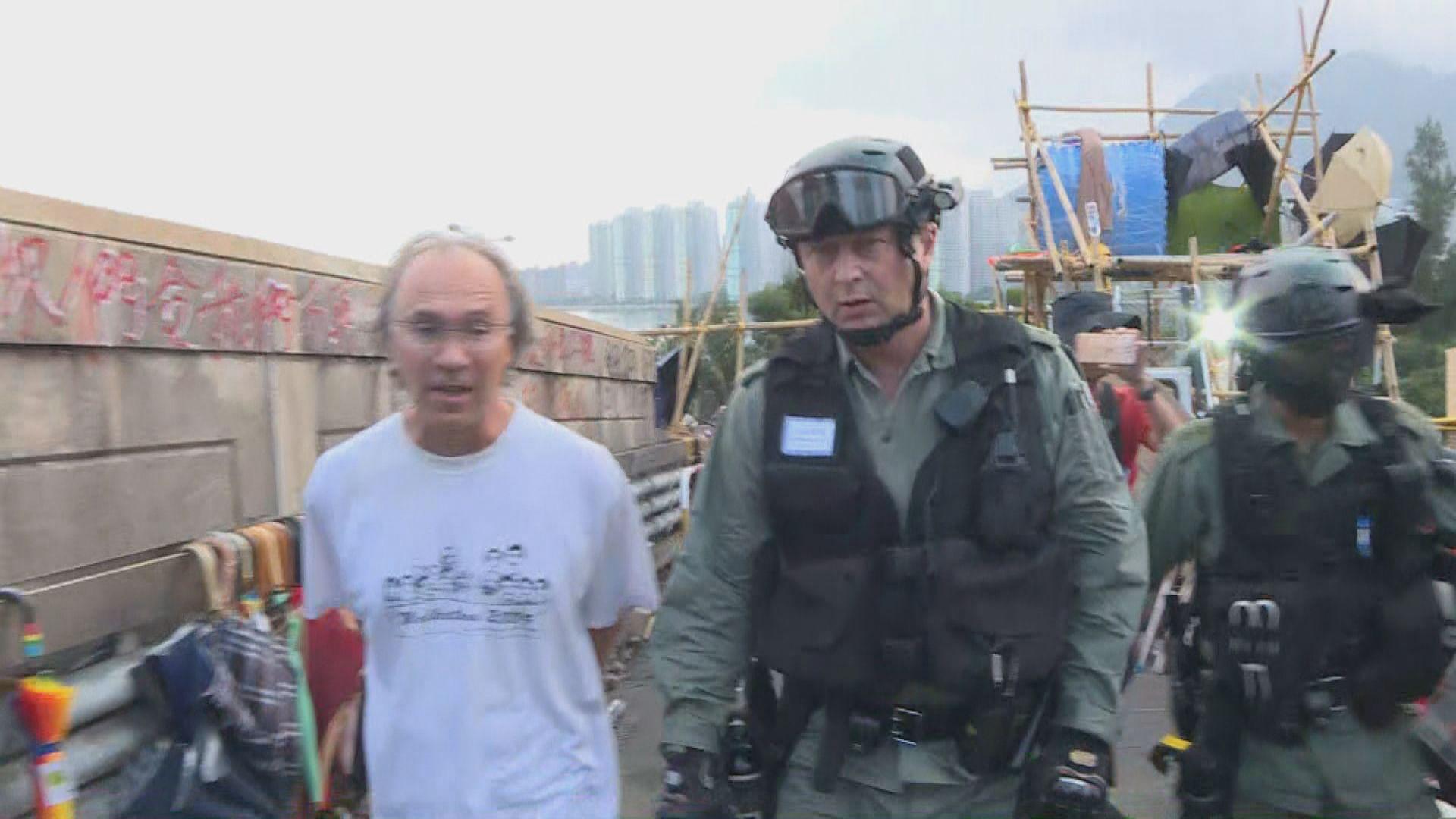 陶輝率防暴警上中大二號橋視察