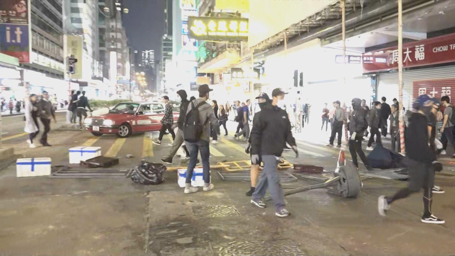 示威者在旺角堵路 警方施放催淚彈