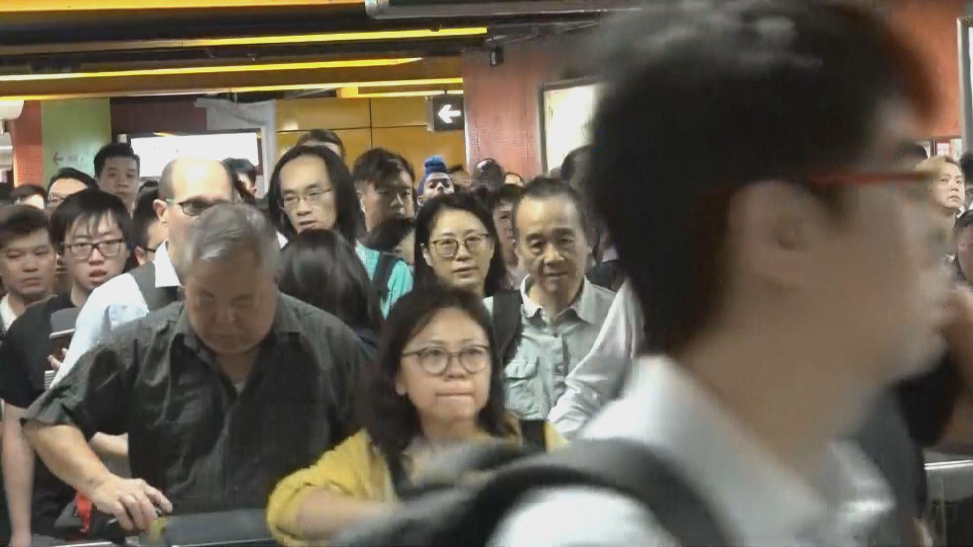 港鐵觀塘綫荃灣綫一度暫停 中午陸續重開