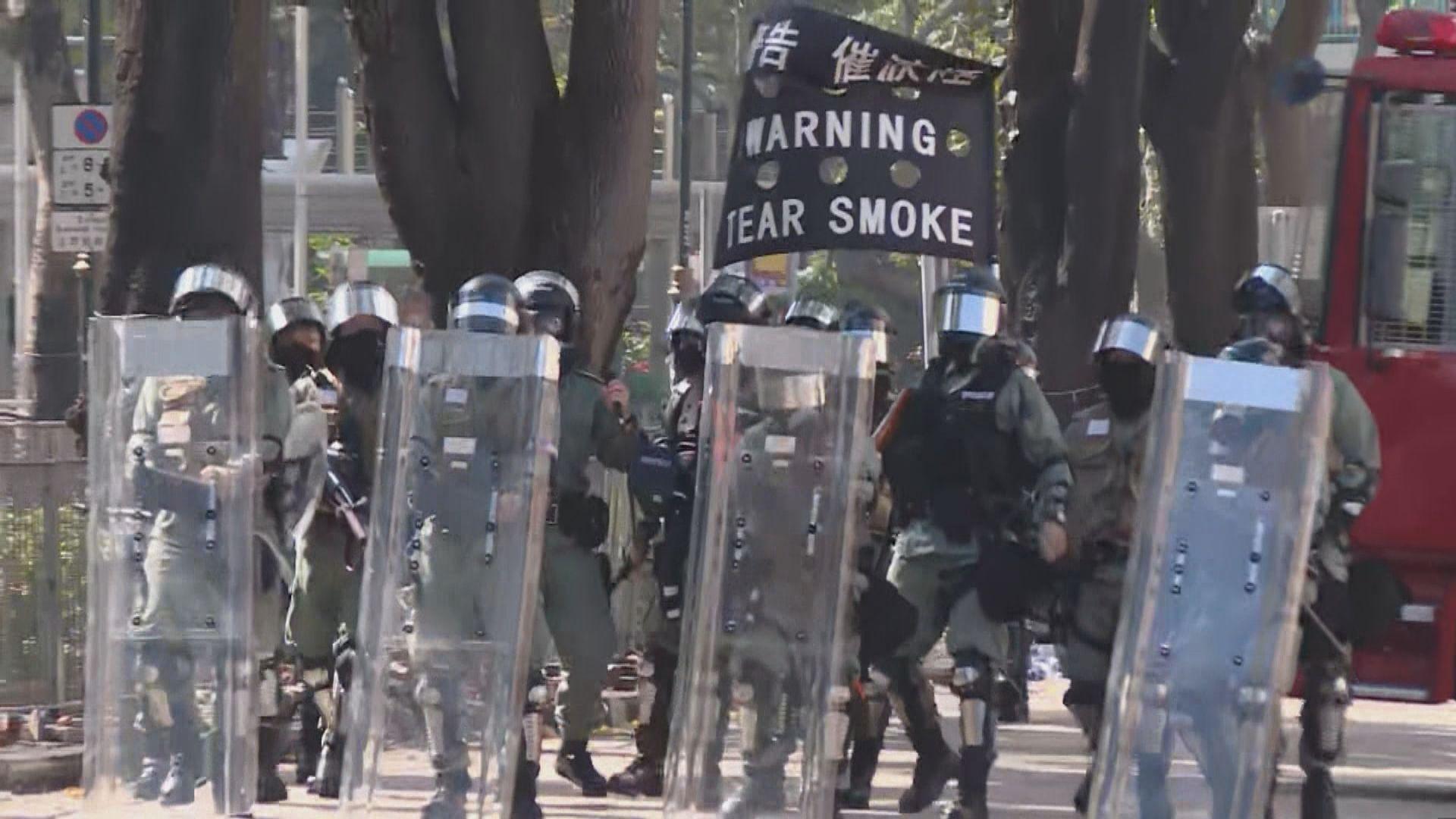 理大示威者和防暴警察連續第二日爆發衝突