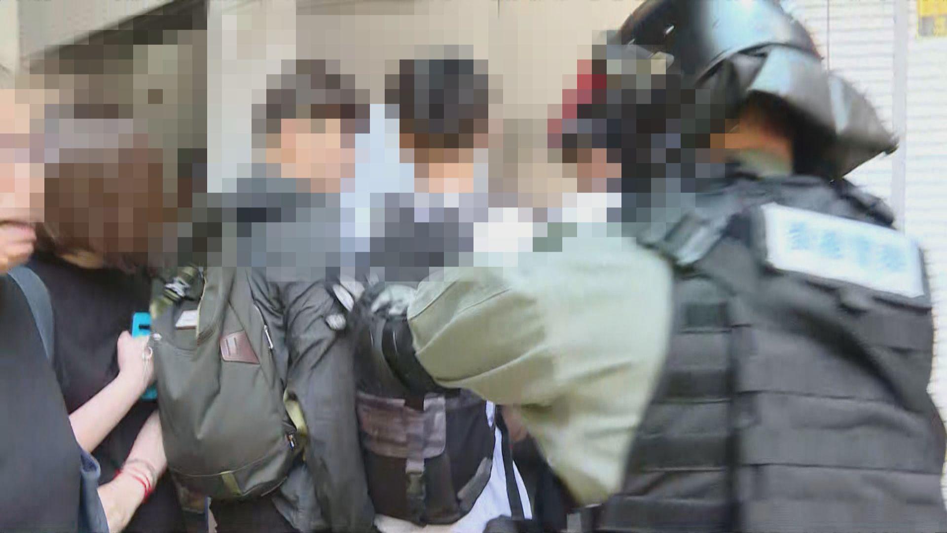 警員在西灣河教堂範圍拘捕疑犯