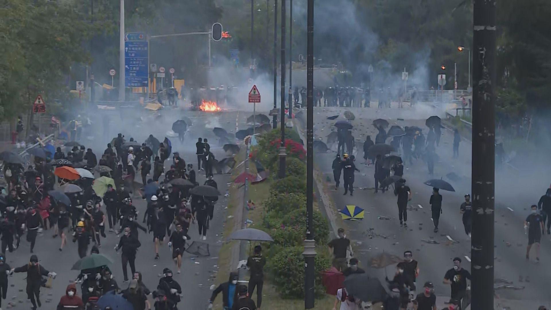 示威者大埔太和路縱火 防暴警放催淚彈