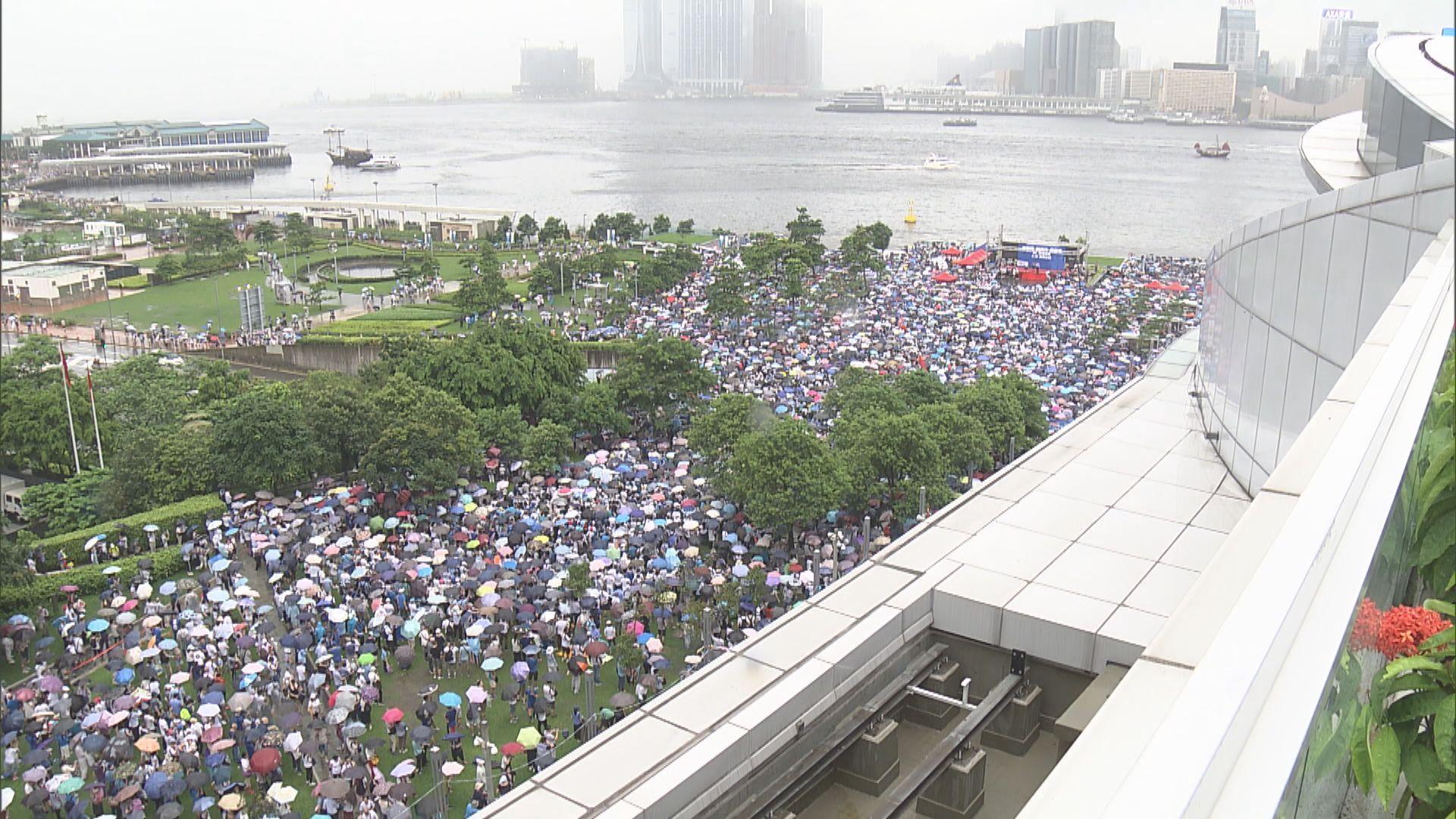 撐警集會大會稱16.5萬人參與