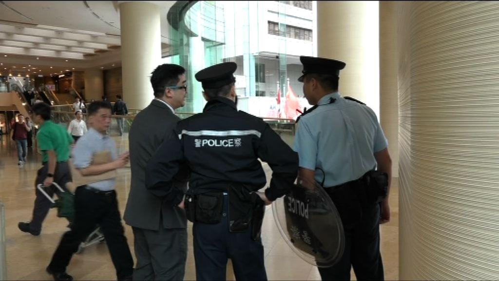 警方高等法院搜捕持刀男子