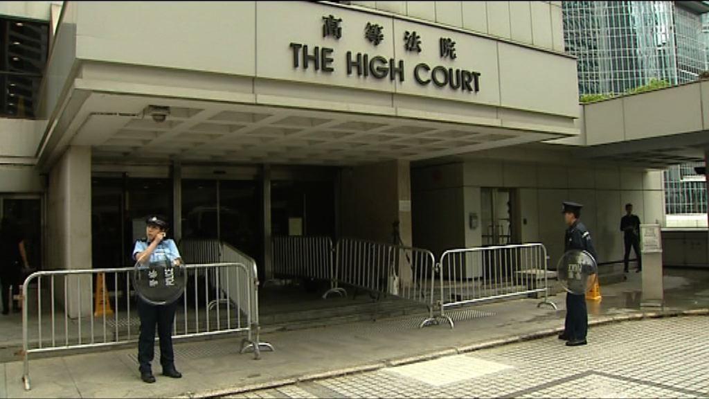 警方追緝高等法院持刀男子